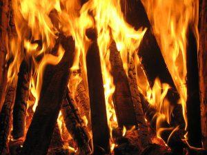 fireplace-821453_640